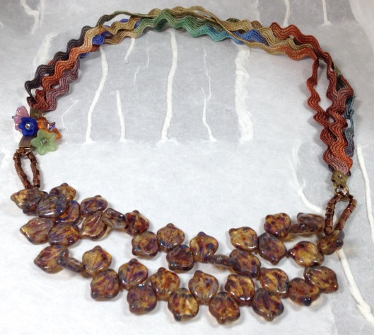 BeadLove leaves and ric rac necklace