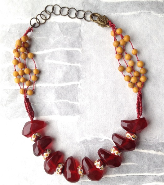 BeadLove red plastic curve necklace