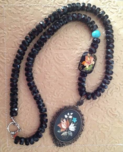 BeadLove - Tole Painting necklace