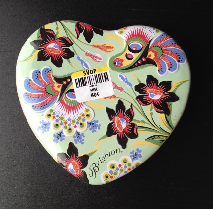 heart tin colorful side