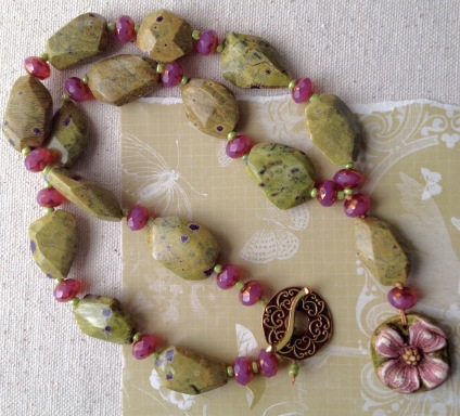 beadlove-dogwood-necklace-large
