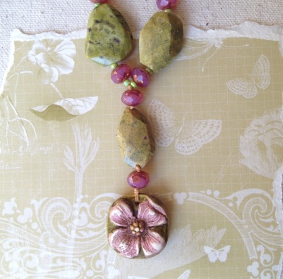 beadlove-dogwood-pendant-close