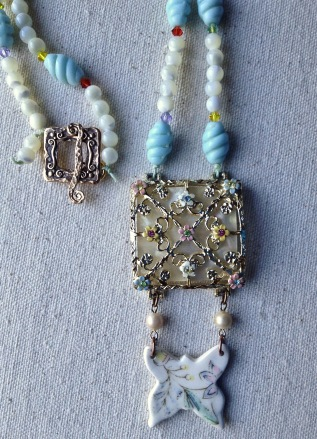 beadlove-pastel-w-butterfly-close