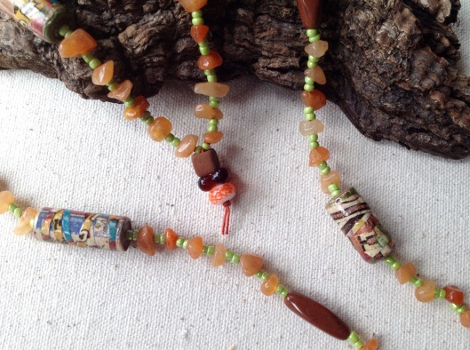 beadlove-autumn-fire-chip-necklace-close-2