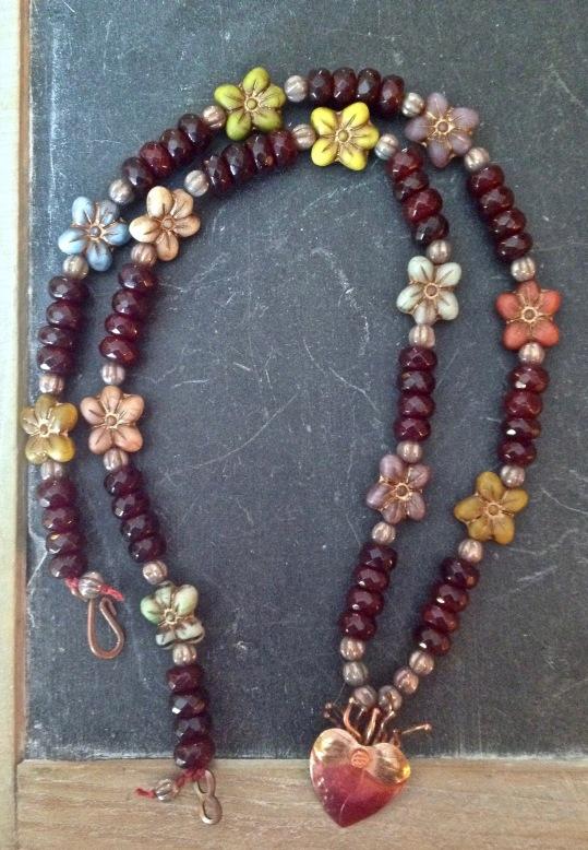 beadlove-ph-bleeding-heart-necklace